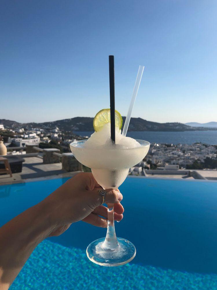 cocktail mykonos rooftop piscine