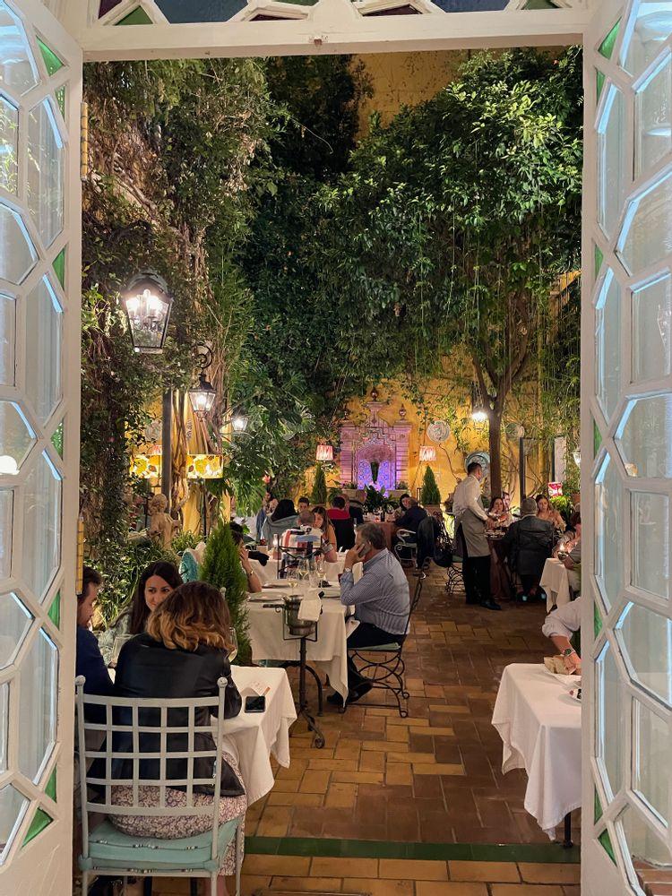 manolo leon meilleur restaurant de Séville patio
