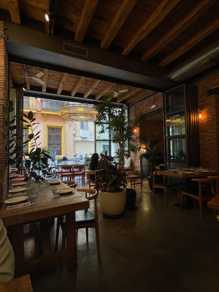 torres y garcia restaurant à Séville déco industrielle véranda