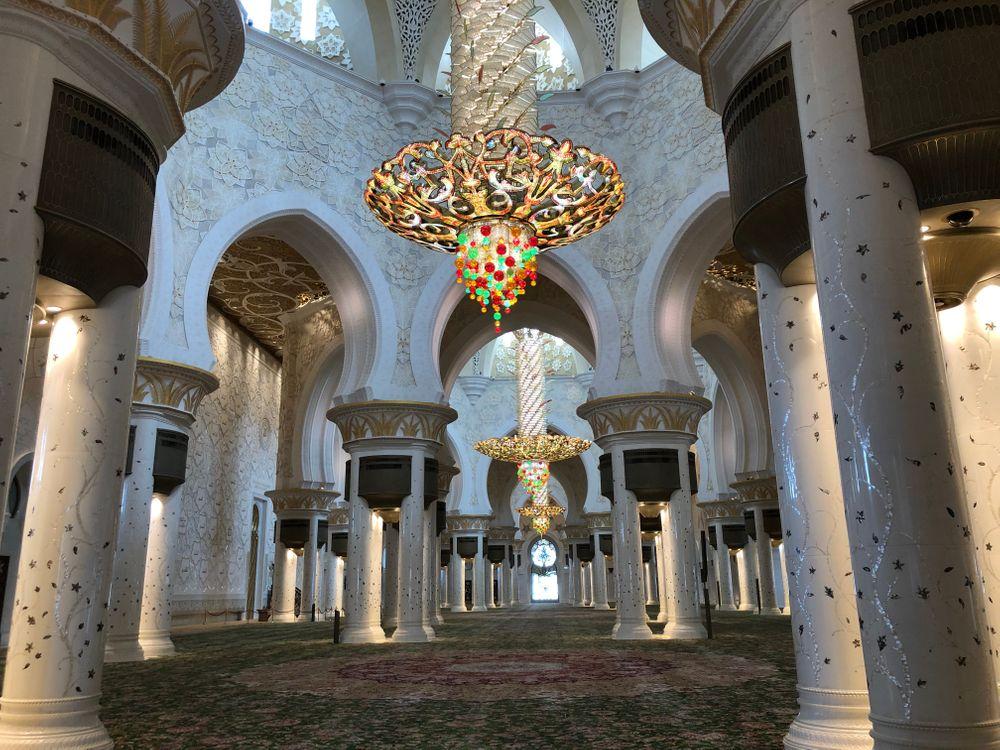 Grande mosquée blanche salle de prière