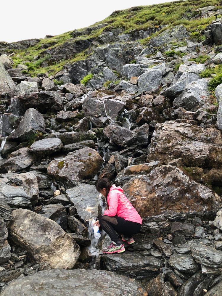 eau trolltunga norvège randonnée