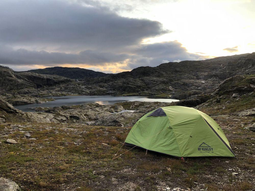 trolltunga norvège tente camping sauvage