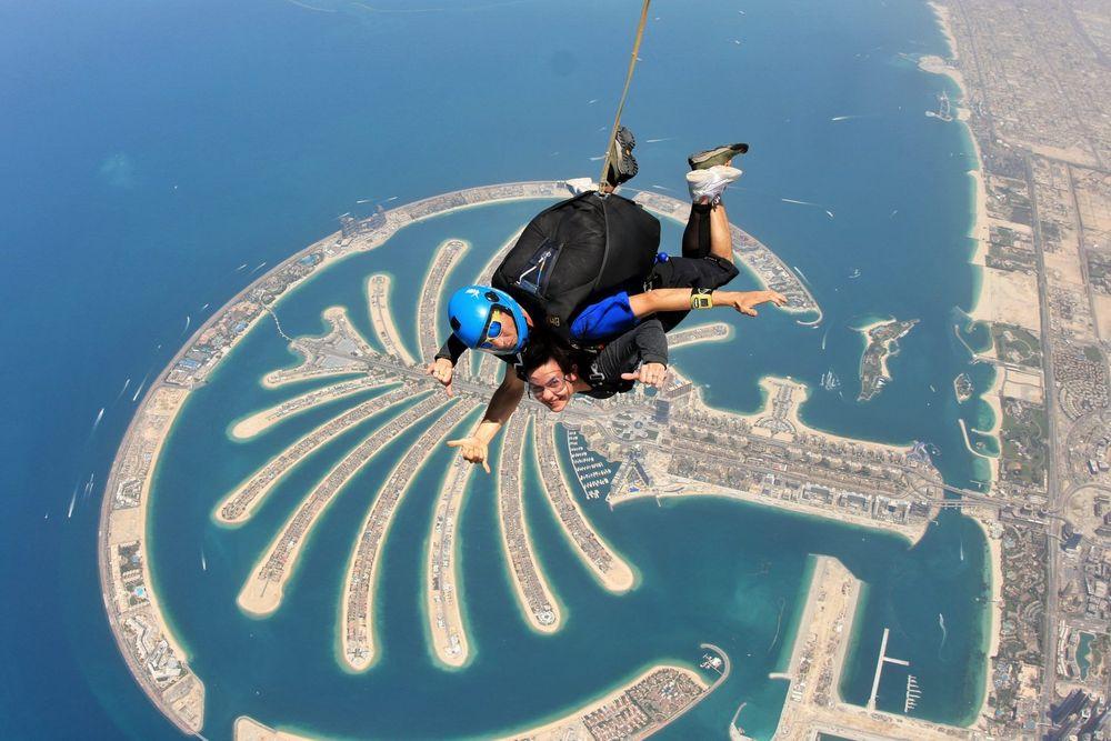 Dubai saut en parachute Palm Jumeirah expériences insolites Dubai