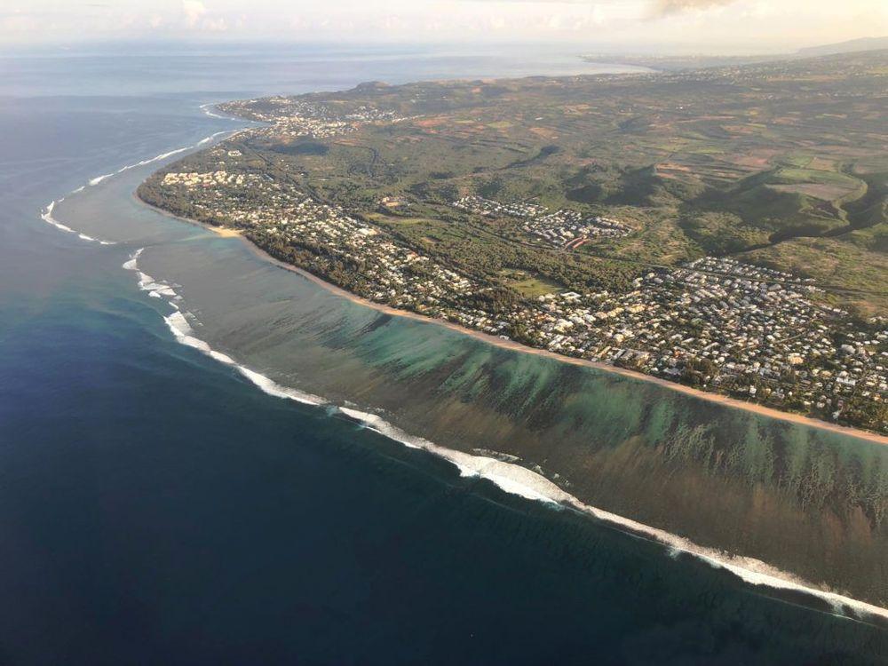 helicoptère vue sur la mer ile de la réunion