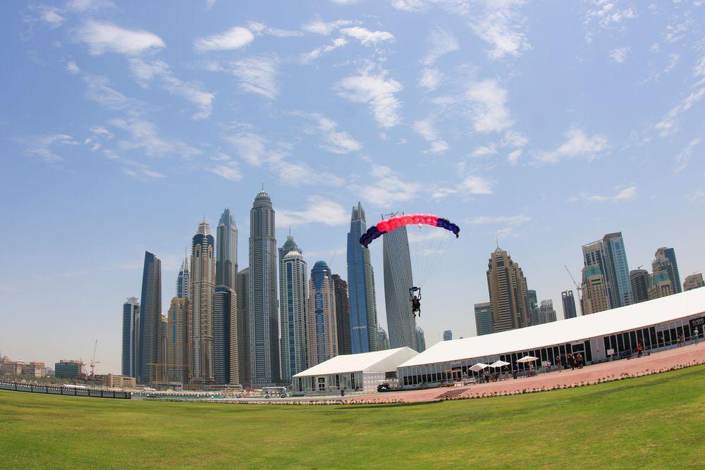 Saut en parachute Dubai expérience insolite