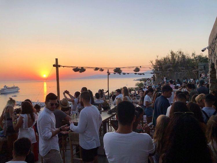 mykonos coucher de soleil bar